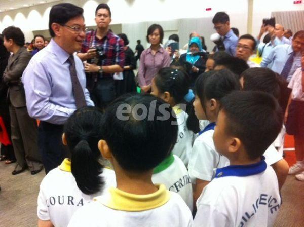 新加坡教育部长呼吁学生更重视学习 不必过于重视分数