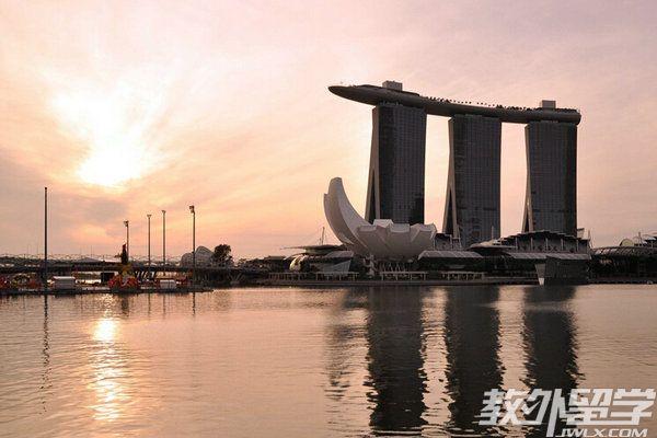 在新加坡上公立大学可以移民吗